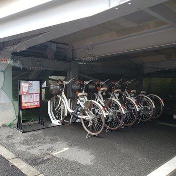 駅前にはレンタル自転車もありました