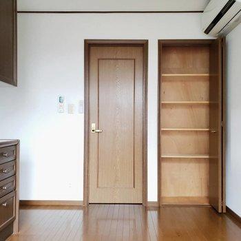 【LDK】本棚を壁沿いに並べてちょっとした書斎にしても良さそう※写真は前回募集時のものです
