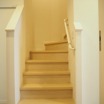 この階段を上り下りする日々を