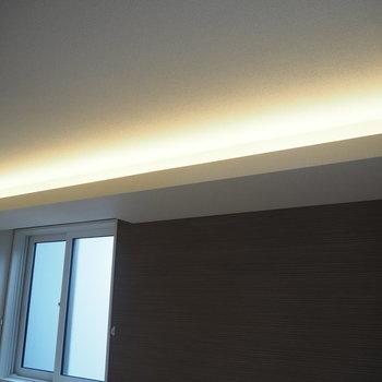 6.9帖の洋室に間接照明。なんて贅沢…