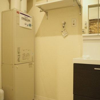 洗面台の横には洗濯機を置き場