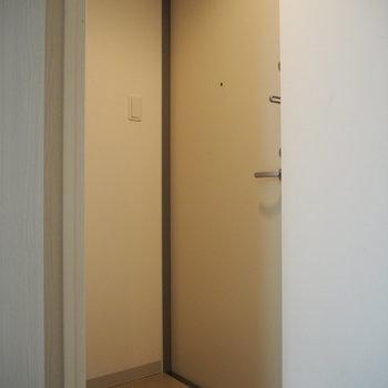 玄関。照明の雰囲気もいい♪