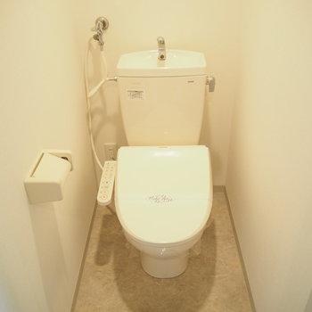 トイレにはしっりとウォシュレットつき!