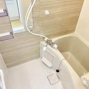 きれいなベージュカラーのお風呂は、浴室乾燥、涼風・暖房機能付き◎
