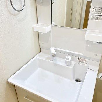 毎日の身支度が気持ちよくできる洗面台。