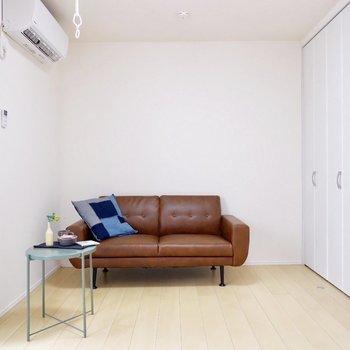 爽やか北欧系も、ブラウンなどで落ち着いた雰囲気も合いますね。※家具・雑貨はサンプルです