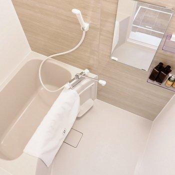 浴室は1人暮らしには十分なサイズ感です。※家具・雑貨はサンプルです