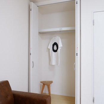 そのため収納も高さをたっぷり使え、大容量。※写真は1階の同間取り別部屋のものです