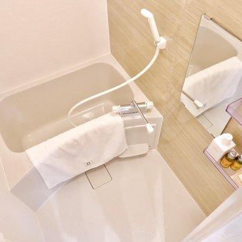 浴室は1人暮らしに十分なサイズ感。※家具・雑貨はサンプルです
