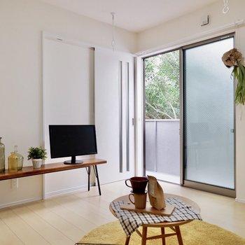 観葉植物などもよく映えますね。※家具・雑貨はサンプルです