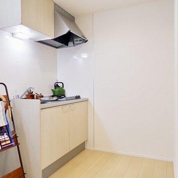 冷蔵庫はキッチン背面に置くことできます。※家具・雑貨はサンプルです