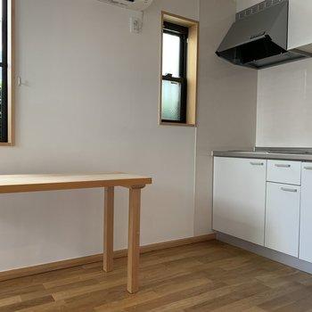 小窓が近くて清々しいキッチン。