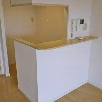 カウンターキッチンを上手く使って、快適生活を☆。※写真は406号室のもの