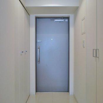 玄関はこんな感じ※写真は同タイプ6階のお部屋のもの