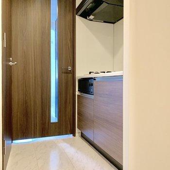 冷蔵庫は右手前のくぼみに。※写真は3階の同間取り別部屋のものです