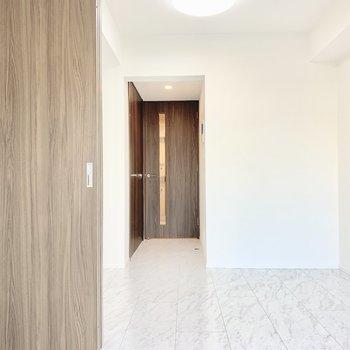 お部屋を仕切ることもできますよ。※写真は3階の同間取り別部屋のものです