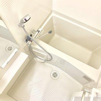 お風呂は居心地良さそう〜。乾燥機付きですよ。※写真は3階の同間取り別部屋のものです