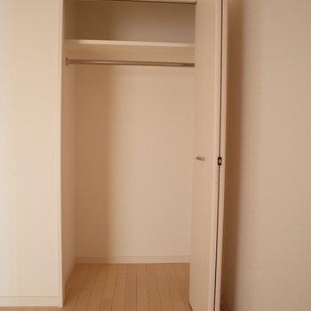 収納はここと、、(※写真は9階の同間取り別部屋のものです)