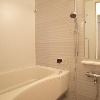 追い炊き機能・浴室乾燥機付き♪(※写真は9階の同間取り別部屋のものです)