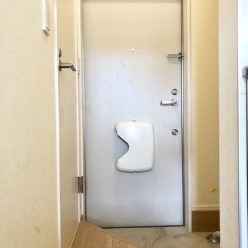 シューズクローゼットはありません。玄関はやや狭め。