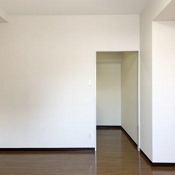 キッチンは区切られた空間に。(※写真は3階の同間取り別部屋のものです)