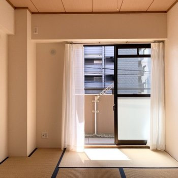 こちらも洋室と同じく6帖のお部屋です。(※写真は3階の同間取り別部屋のものです)
