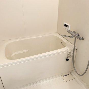 お風呂は追焚き付きでゆっくり疲れを癒せます◎(※写真は3階の同間取り別部屋のものです)
