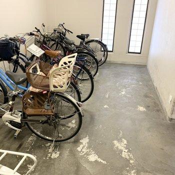 自転車置場もエントランス内にありました。盗難の心配も少ないですね◎