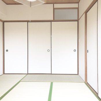 【和室6帖】左2枚のふすまが押し入れになっています。