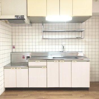 キッチンは作業スペースも広々。