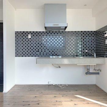 キッチンとウッド調の色合いもマッチしています。