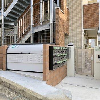 入り口にはオートロック付きで安心です
