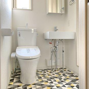 トイレはハイカラ!素敵空間で広がっていました。*