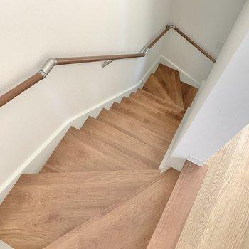 では、2階を飛ばして1階に下りましょう〜!