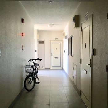 突き当りのあのお部屋です。