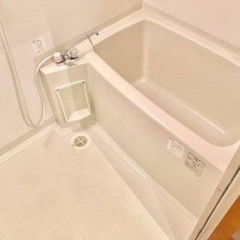 白さ際立つバスルーム。綺麗に保ちたいです。