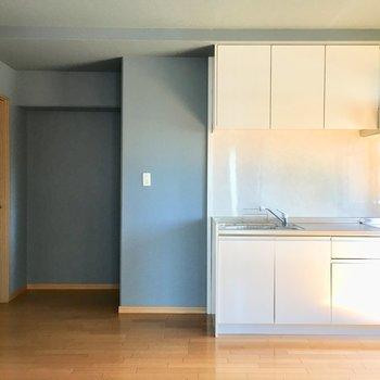 冷蔵庫はキッチン横に置けそう。