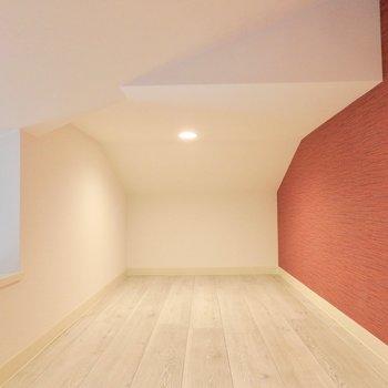 シーズン物はここに入れておきましょう。※写真は2階の反転間取り別部屋のものです