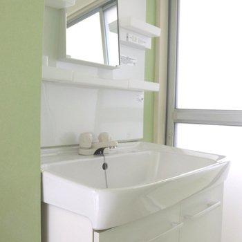お風呂手前の洗面台