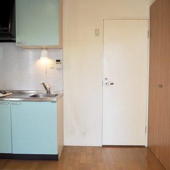 右側の可動式収納は、、、※写真は3階の同間取り別部屋のものです