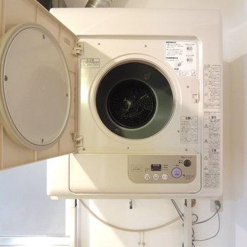 わたし好みのノスタルジックな洗濯機。※写真は4階の反転間取り別部屋のものです