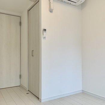 出っ張り部分はウォークインクローゼットです。※写真は4階の同間取り別部屋のものです