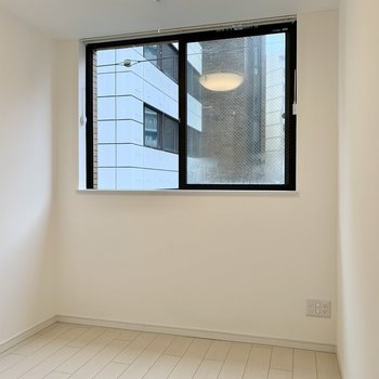 こじんまりと落ち着くお部屋です。※写真は4階の同間取り別部屋のものです