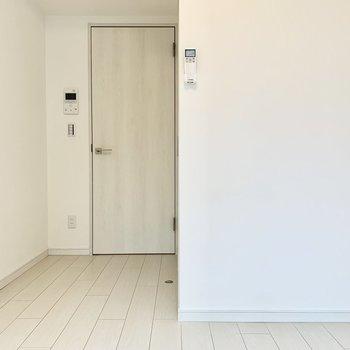 ナチュラルな色合いの内装です。※写真は4階の同間取り別部屋のものです