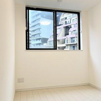 ナチュラルな色合いのお部屋です。※写真は4階の同間取り別部屋のものです