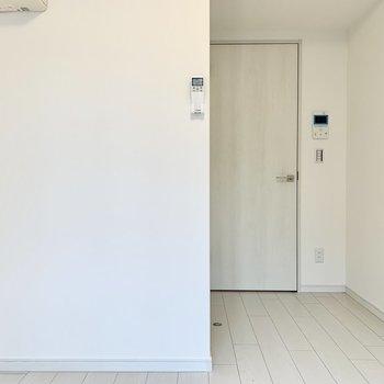 居室はL字型です。※写真は4階の同間取り別部屋のものです