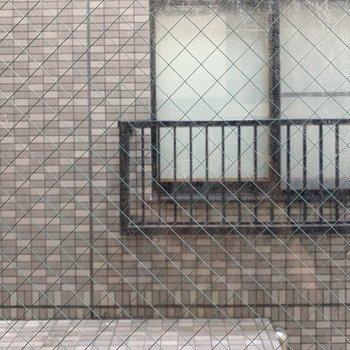 お部屋からの眺望。下は路地です。