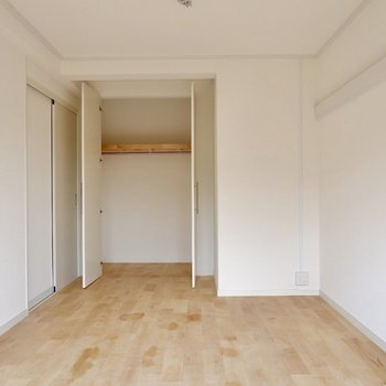 7.1帖洋室です。こちらも収納たっぷりで安心!