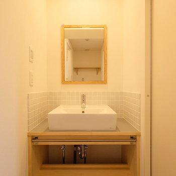 トイレから出たところに造作の洗面台もできます。※写真はイメージです
