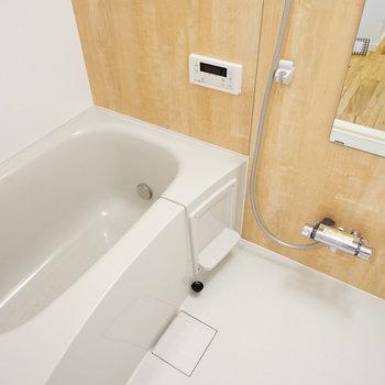 新品お風呂には追い焚き付き!※写真は2階の同間取り、別部屋の写真です